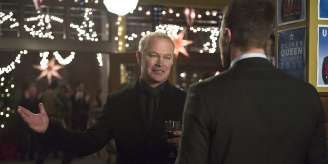 """Arrow -- """"Dark Waters"""" -- Image AR409B_0320b.jpg -- Pictured (L-R): Neal McDonough as Damien Darhk and Stephen Amell as Oliver Queen -- Photo: Diyah Pera/ The CW -- �© 2015 The CW Network, LLC. All Rights Reserved."""
