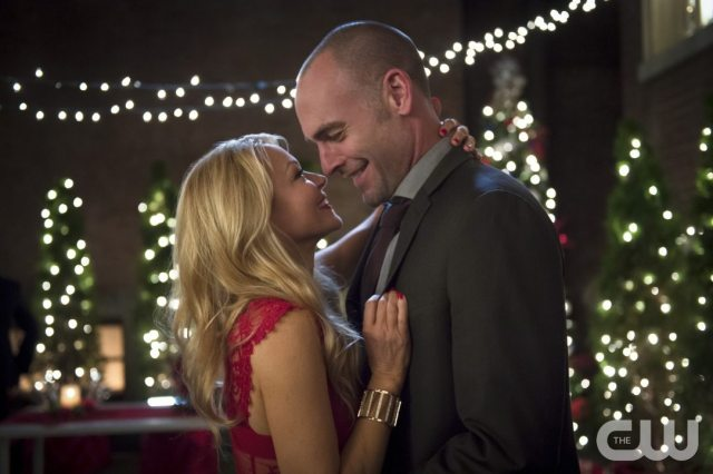 """Arrow -- """"Dark Waters"""" -- Image AR409B_0042b.jpg -- Pictured (L-R): Charlotte Ross as Donna Smoak and Paul Blackthorne as Detective Quentin Lance -- Photo: Diyah Pera/ The CW -- �© 2015 The CW Network, LLC. All Rights Reserved."""