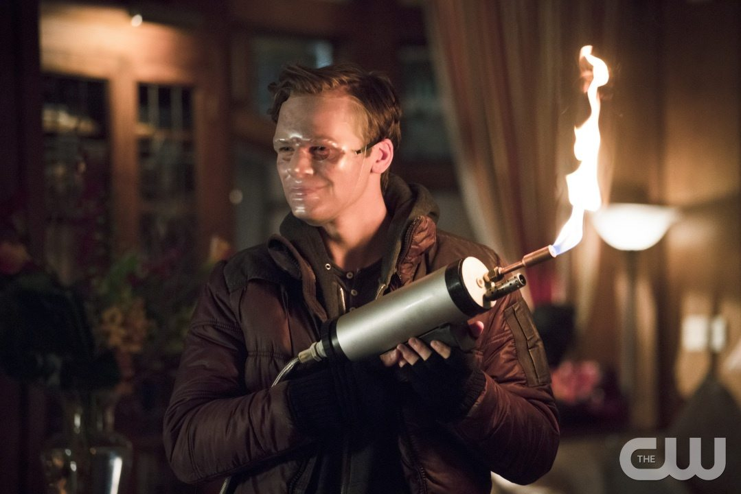 """Arrow -- """"Blood Debts"""" -- Image AR410a_0005b.jpg -- Pictured: Alexander Calvert as Anarky -- Photo: Katie Yu/ The CW -- �© 2015 The CW Network, LLC. All Rights Reserved."""