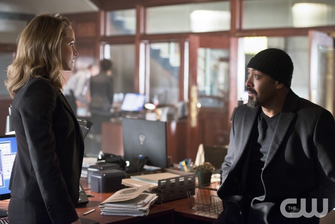 "The Flash -- ""The Reverse Flash Returns"" -- Image FLA211a_0008b -- Pictured (L-R): Shantel Van Santen as Detective Patty Spivot and Jesse L. Martin as Detective Joe West -- Photo: Diyah Pera/The CW -- �© 2016 The CW Network, LLC. All rights reserved."