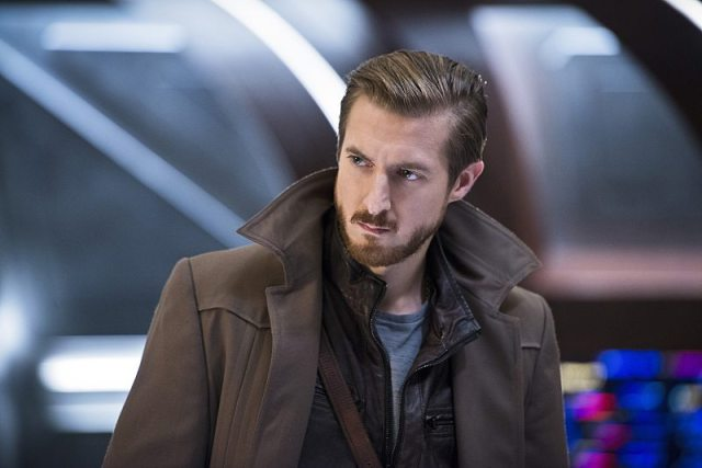 """DC's Legends of Tomorrow -- """"White Knights"""" -- Image LGN104A_0233b.jpg -- Pictured (L-R): Arthur Darvill as Rip Hunter -- Photo: Diyah Pera/The CW -- �© 2016 The CW Network, LLC. All Rights Reserved."""