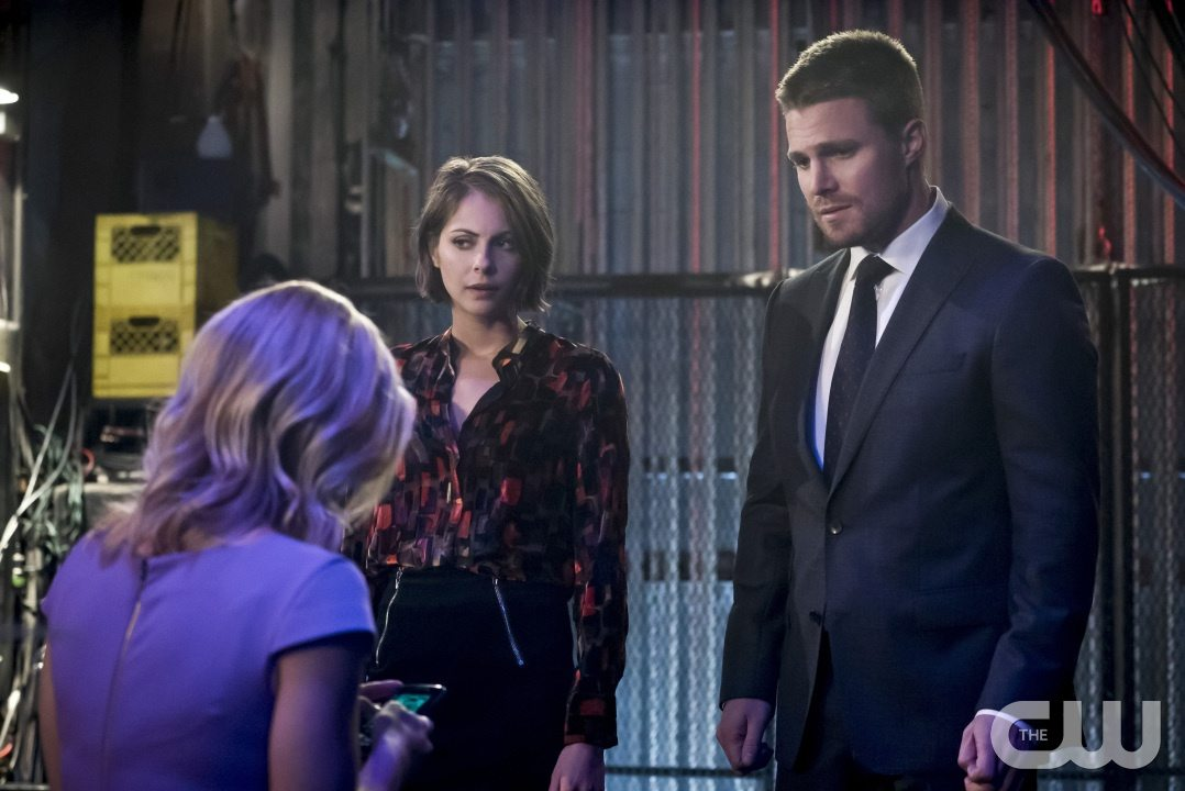 """Arrow -- """"Code of Silence"""" -- Image AR414b_0121b.jpg -- Pictured (L-R): Emily Bett Rickards as Felicity Smoak, Willa Holland as Thea Queen, and Stephen Amell as Oliver Queen -- Photo: Katie Yu/ The CW -- �© 2016 The CW Network, LLC. All Rights Reserved."""