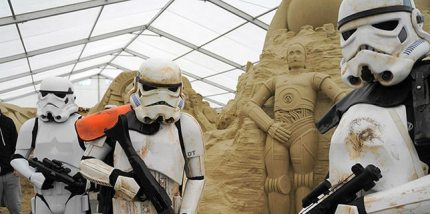 "Sci-Fi Sand Sculpture Exhibition Comes to ""Sandworld"""