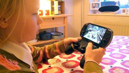 Daughter Creates PS Vita – Dual Shock 4 Mashup