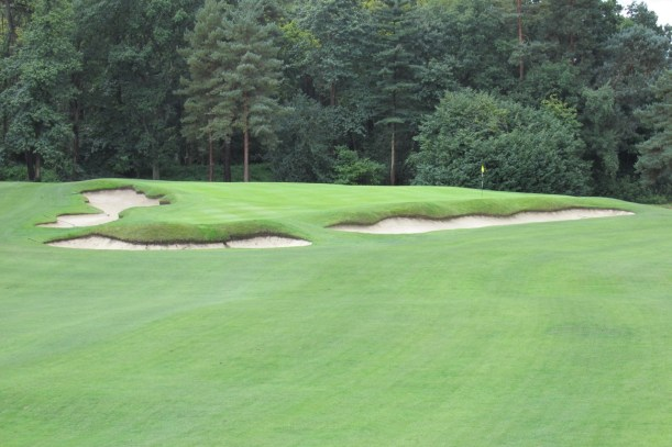 The short Par-4 4th at St. George's Hll
