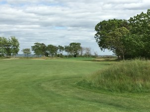 #6 - Par 4 - Approach right from the inside corner