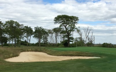 #6 - Par 4 - Bunker left of the green