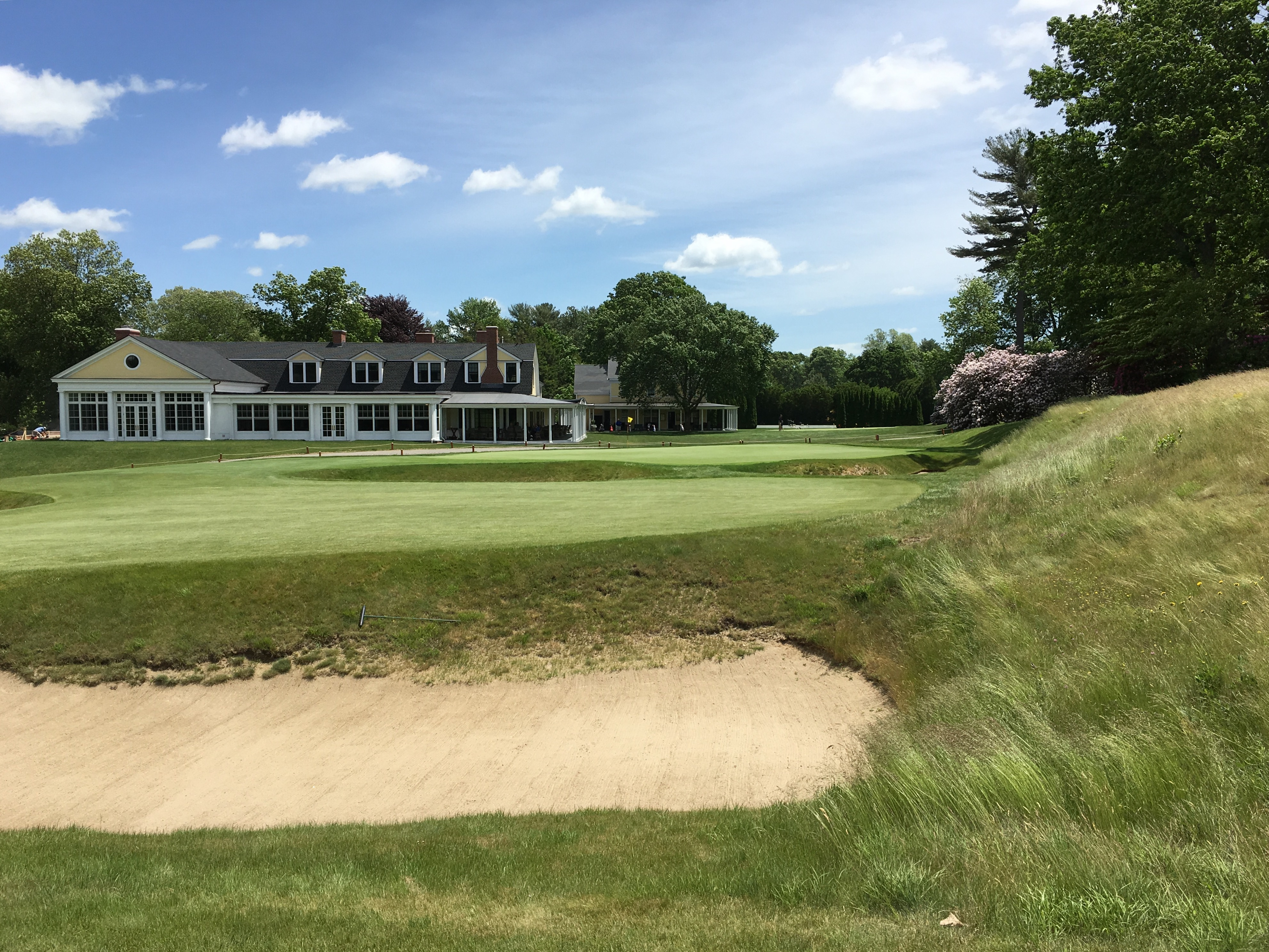 #18 - Par 4 - Cross bunkers on the approach
