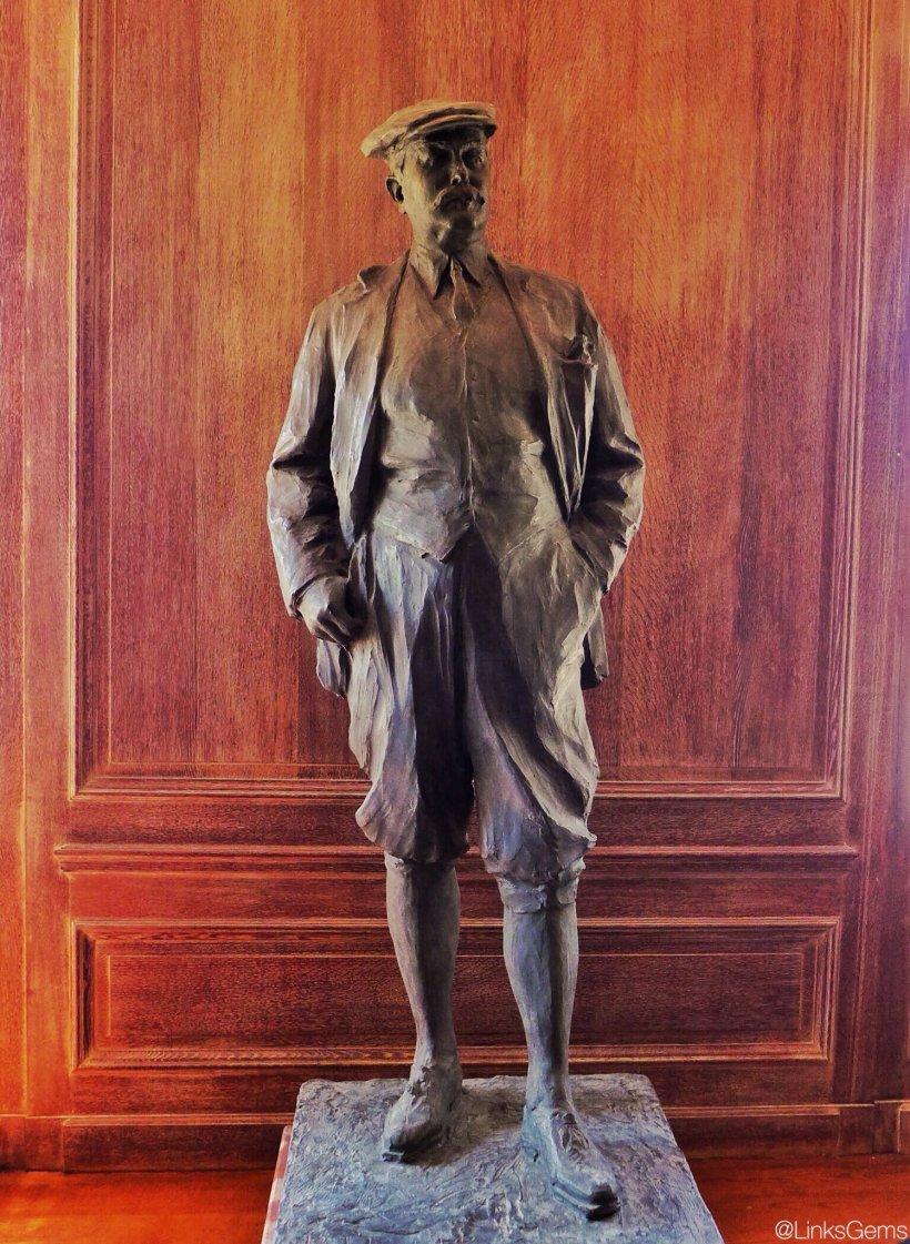 CMB-Statue.jpg