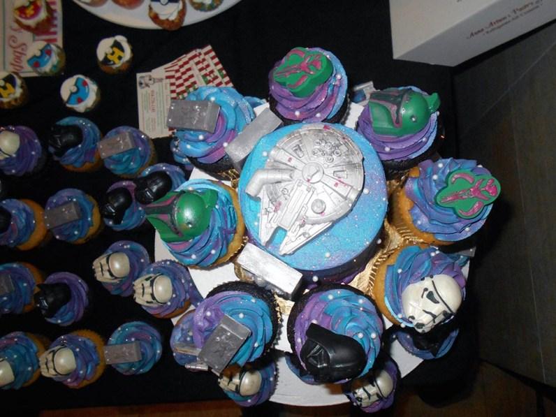 geek-girl-brunch-nycc-2015-fan-girls-night-out-2-anna-artusos-dessert-star-wars-cupcakes-1