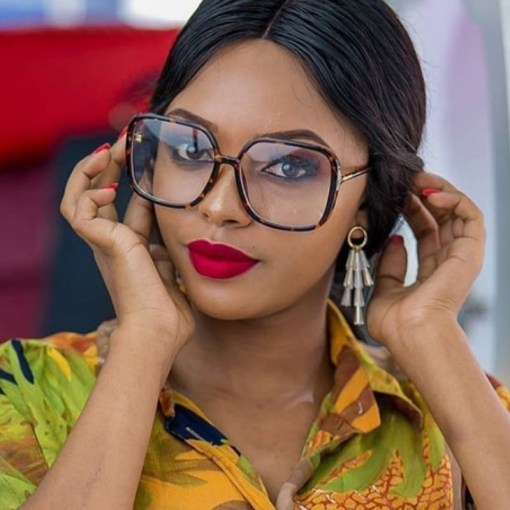 Woman's Classic Bold Oversize Square Fashion Sunglasses