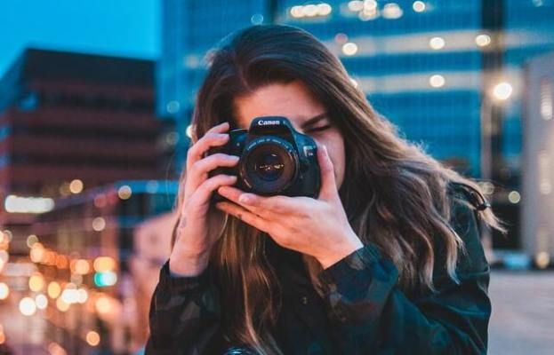 How To Look Pretty In A Summer Selfie Photo