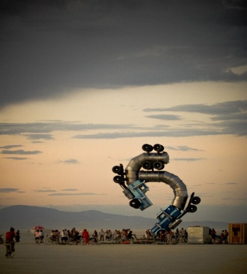 Esculturas hechas con camiones