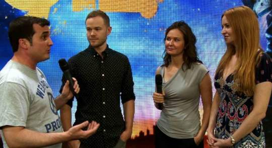 Andrew hangs with Aaron Ashmore, Michelle Lovretta & Tamsen McDonough of Killjoys.