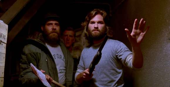 macready_and_clark_approach_the_kennels_-_the_thing_1982