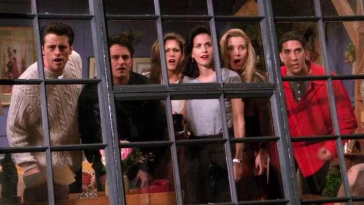 Begin het nieuwe jaar met een lach dankzij deze komedietips Friends