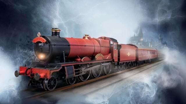 Hogwarts Express Electric Train Set, Image: Hornby