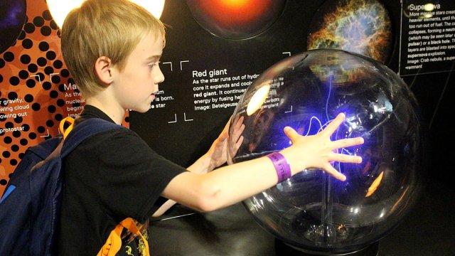 Exploring a Plasma Ball at Jodrell Bank, Image: Sophie Brown