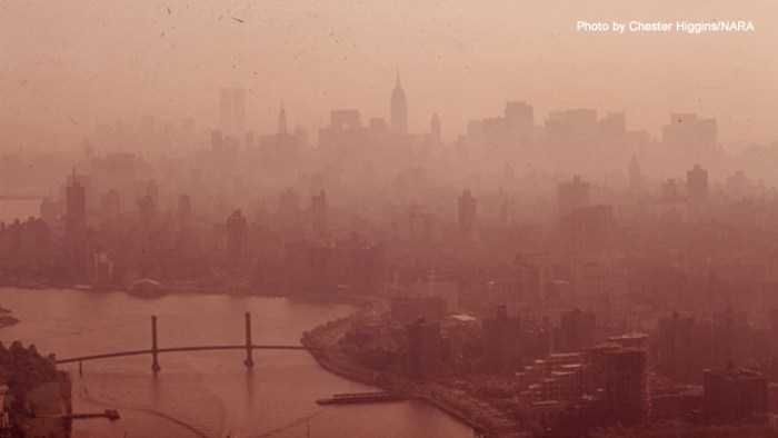 Picture of New York City in 1973 showing heavy smog