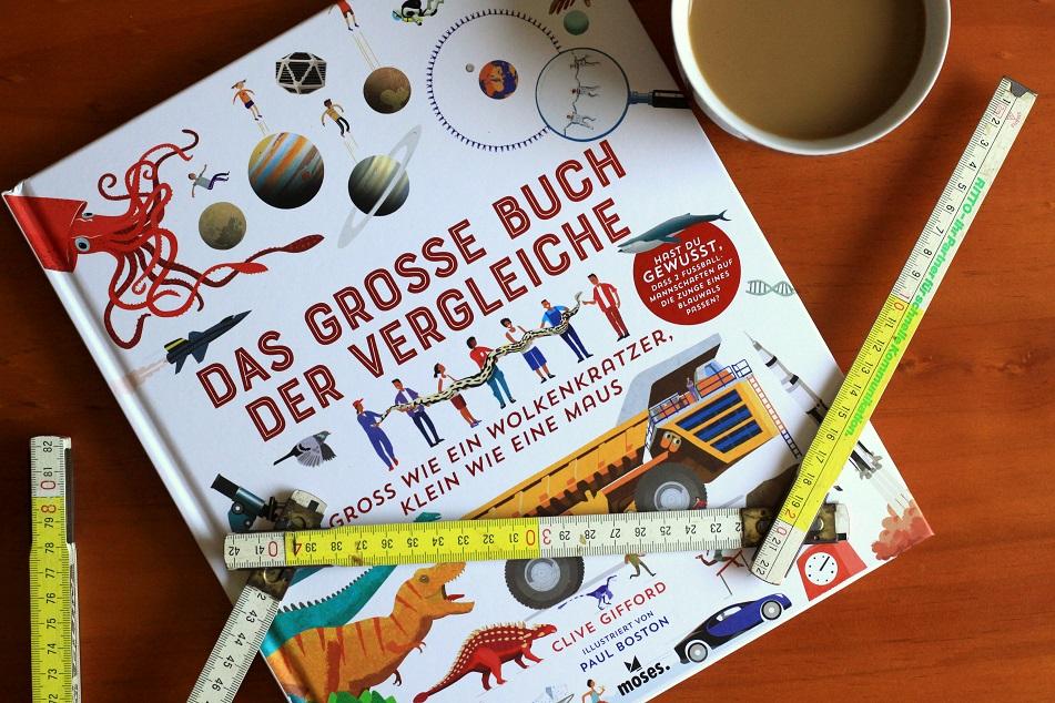 Das große Buch der Vergleiche ist illustriert mit Tieren, Maschinen, Planeten und Dinosauriern. Foto: Lilli/geek's Antiques
