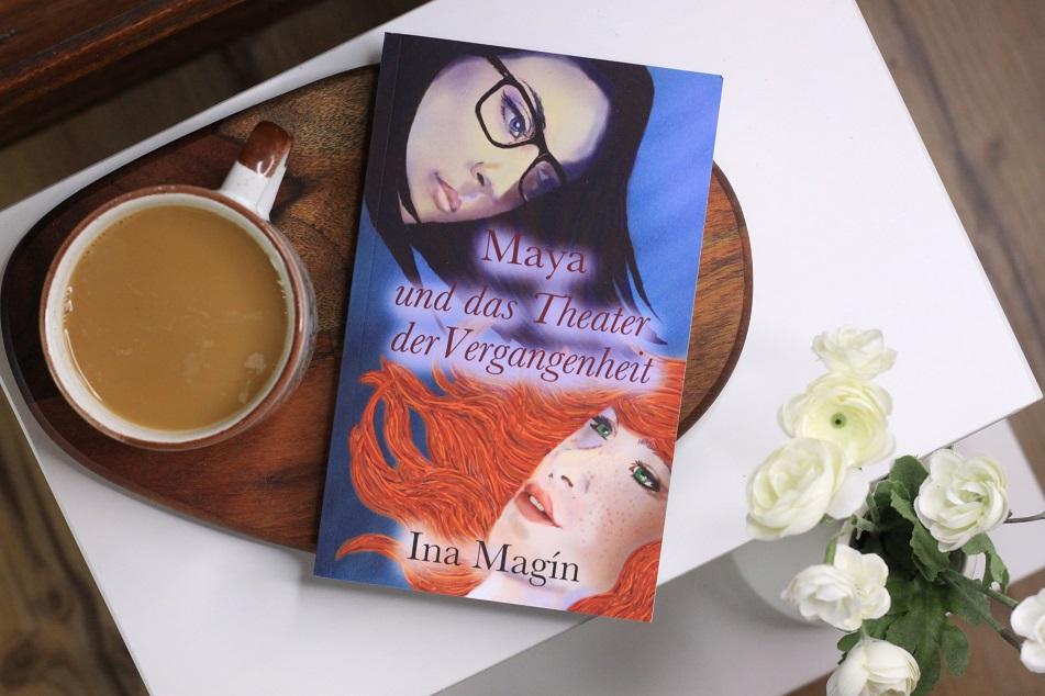Das Buch Maya und das Theater der Vergangenheit von Ina Magin. Foto geek's Antiques/Lilli