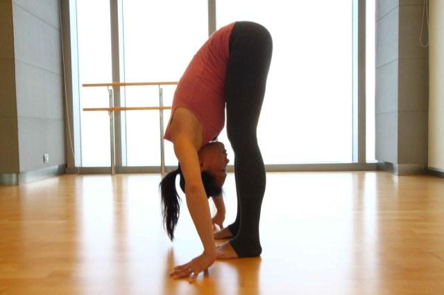 7-Yoga-Poses-To-Lose-Weight-Uttanasana