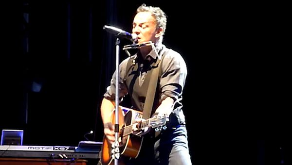 Bruce Springsteen Covers Lorde's 'Royals' During New Zealand Concert