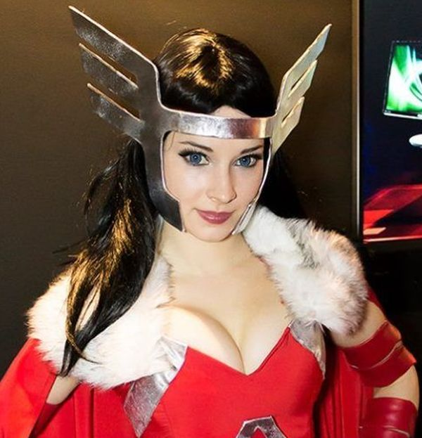 Introducing Cosplay Girl Enji Night