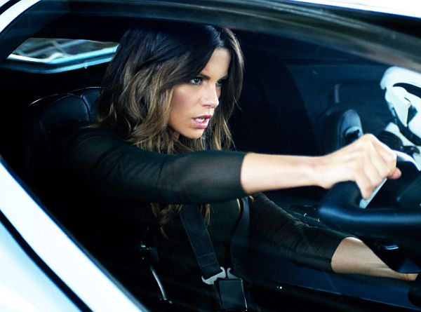10 Sexiest Kate Beckinsale GIF's