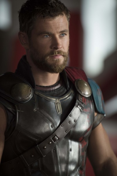 thor-ragnarok-chris-hemsworth-2-399x600