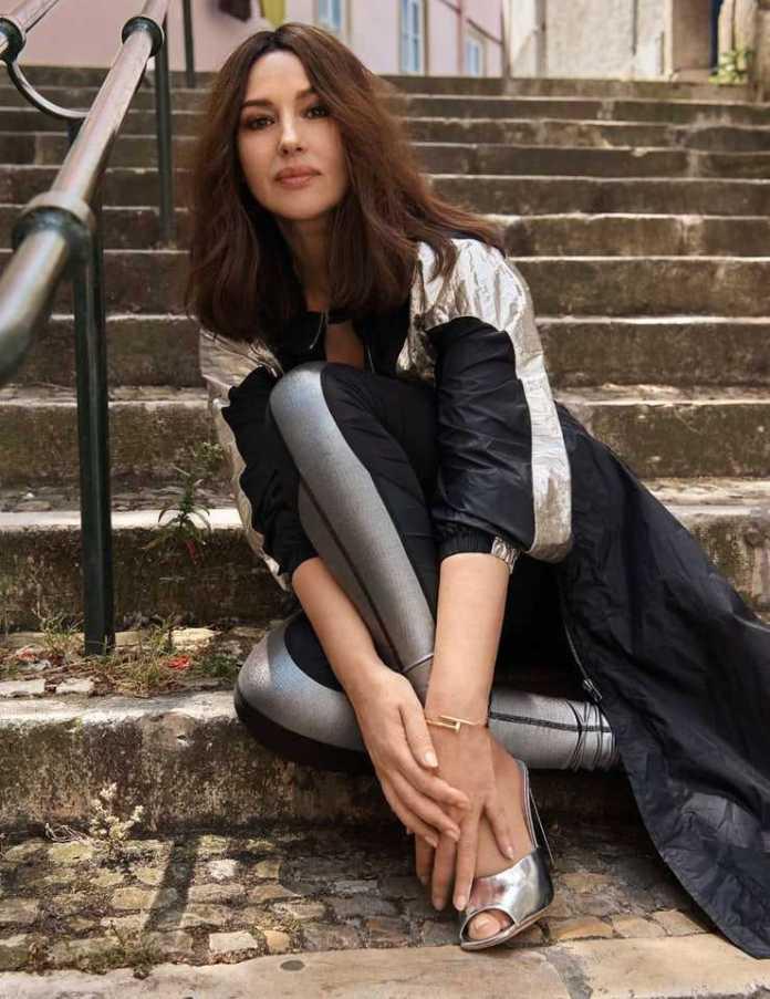 Monica Bellucci feet high heels