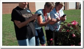 Learning about the various camera settings on their Android phones during our hands-on Smartphone Boot Camp.