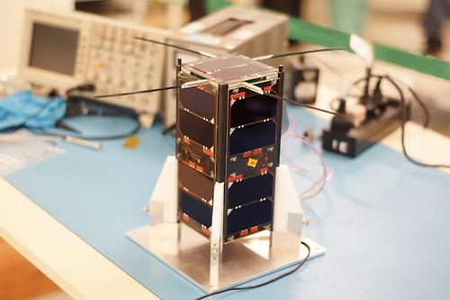 Explorar el espacio según  Emiliano Kagieman, creador del primer nanosatélite argentino