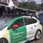 Conduciendo un auto de Google choca contra una minivan, escapa y choca dos veces más