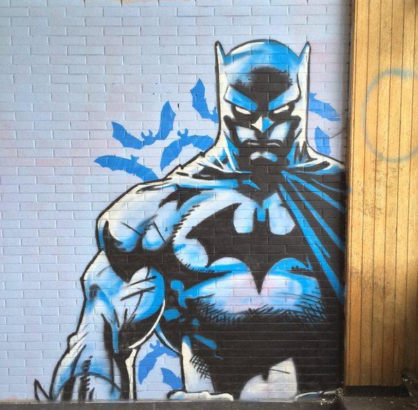 escuela-enfermeria-grafiti-batman-6