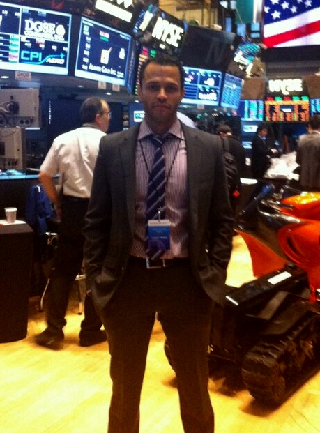 Eddie de la Cruz - Grupo Regalii, Inc., en los pisos de la NYSE
