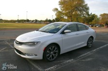 2015-chrysler-200c-awd-09