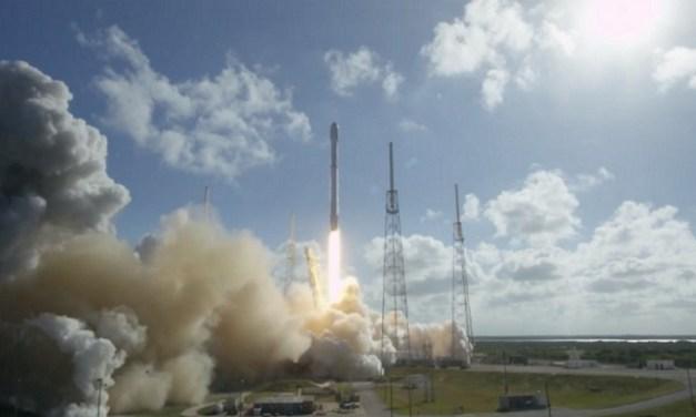 Falcon 9 de SpaceX logra aterrizar por tercera vez en una plataforma marina