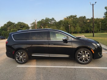 2017-chrysler-pacifica-limited-05