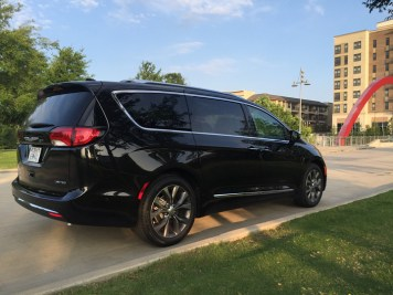 2017-chrysler-pacifica-limited-41
