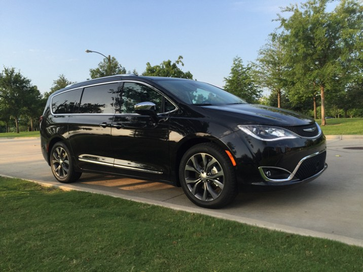 2017-chrysler-pacifica-limited-43