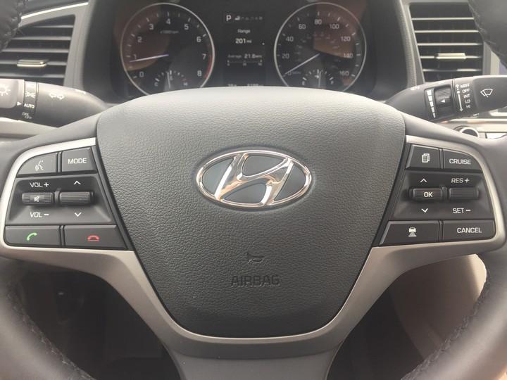 Hyundai-Elantra-Limited-2017-29