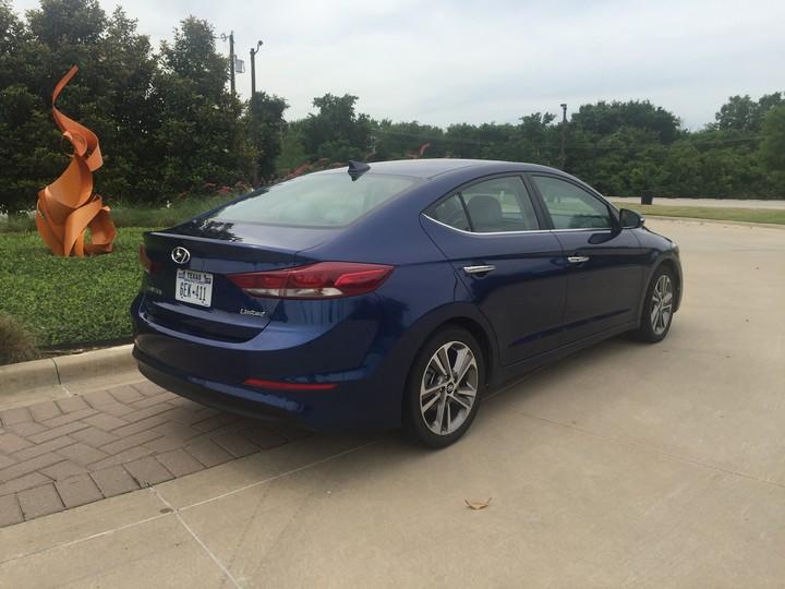 Hyundai-Elantra-Limited-2017-38