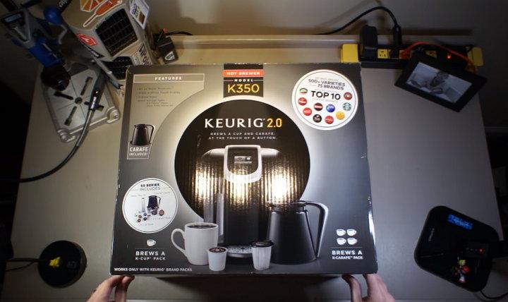 Crean una mano biónica con componentes de una cafetera Keurig K350
