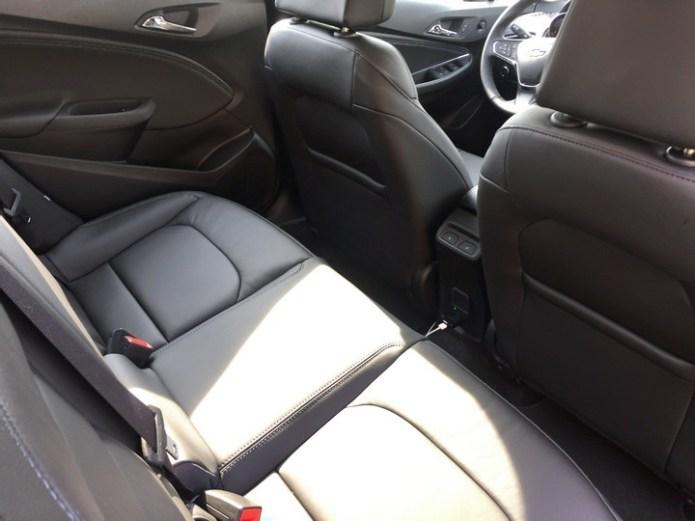 chevy-cruze-hatchback-2017-30