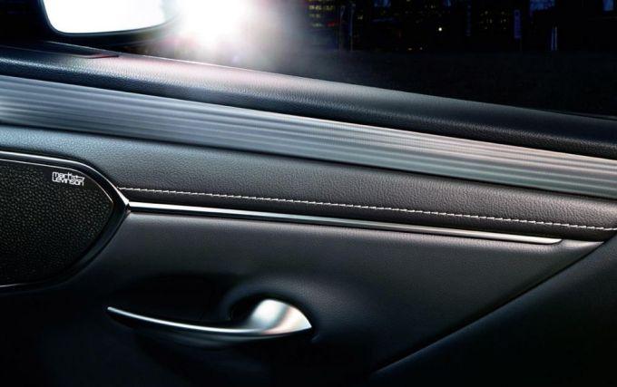 Lexus ES 300h Sport - Katana