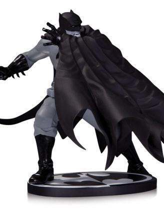 Batman Black & White Szobor - Batman by: Dave Johnson (18 cm)