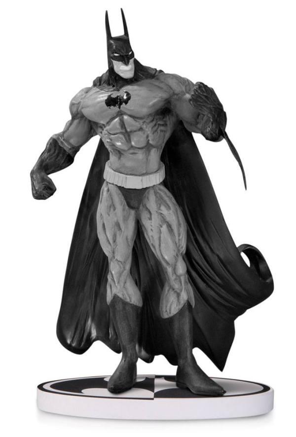 x_dccjun140332 Batman Black & White Statue Simon Bisley 2nd Edition 20 cm
