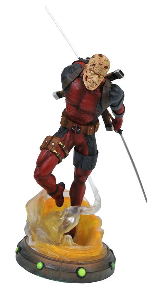 x_diamapr192539 Marvel Gallery PVC Szobor - Unmasked Deadpool 25 cm
