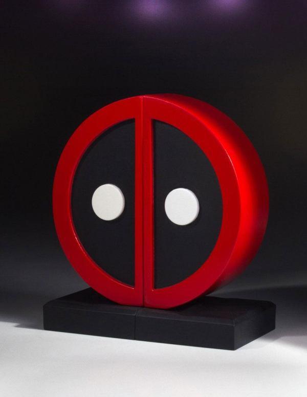 x_gent80705 Marvel Comics Deadpool Logo könyvtámasz 16 cm